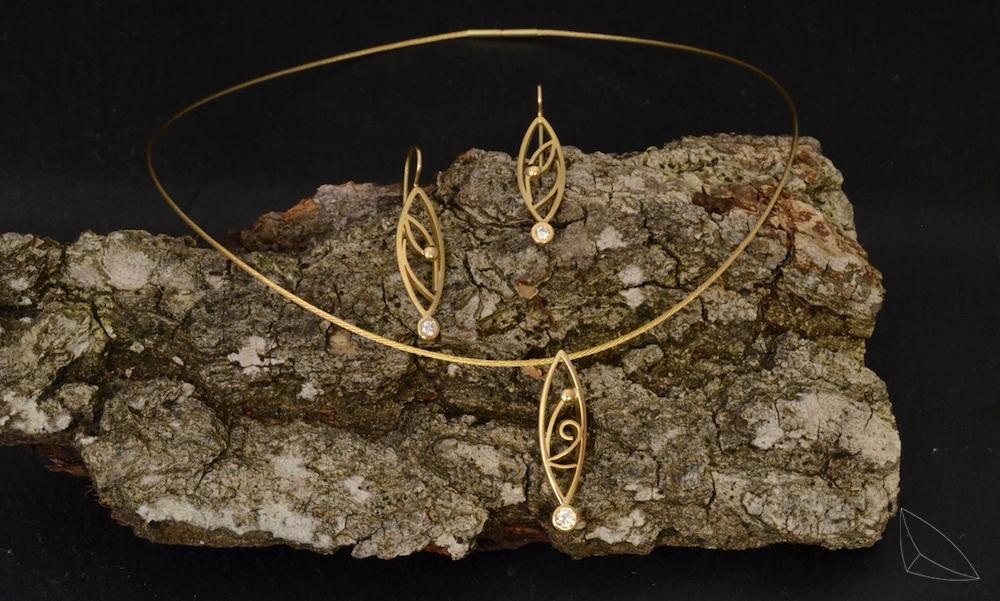 Diamant-Ohrhänger und Anhänger / Gelbgold